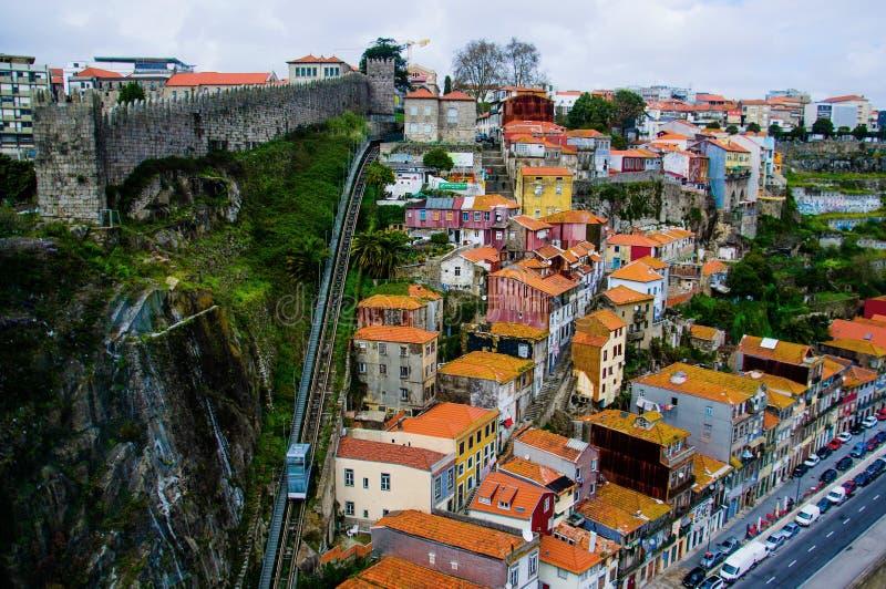 Den Guindais bergbanan i Porto royaltyfri bild
