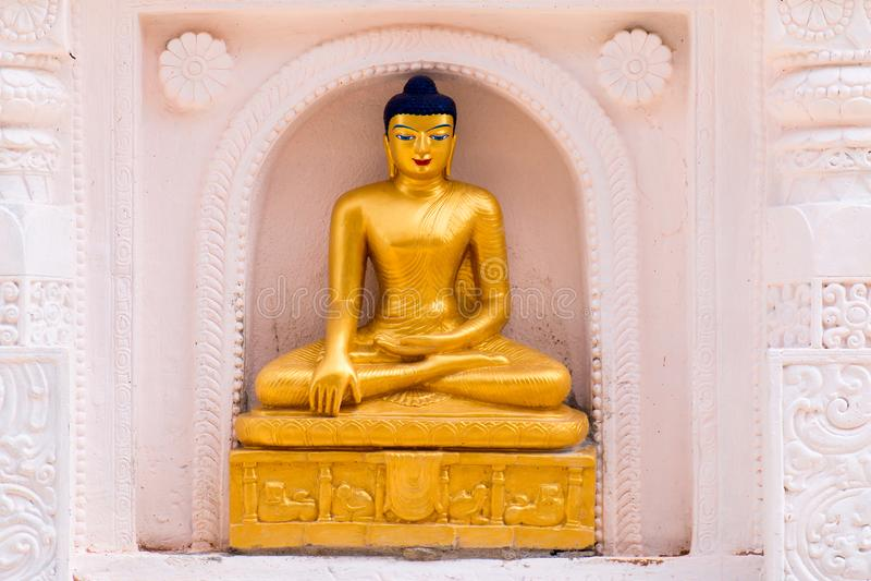 Den guld- Buddha lokaliseras i Wat Thakham, Chiang Mai, Thailand royaltyfria foton