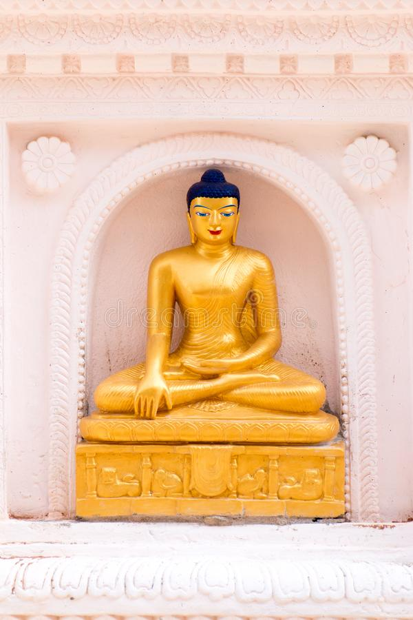 Den guld- Buddha lokaliseras i Wat Thakham, Chiang Mai, Thailand royaltyfria bilder
