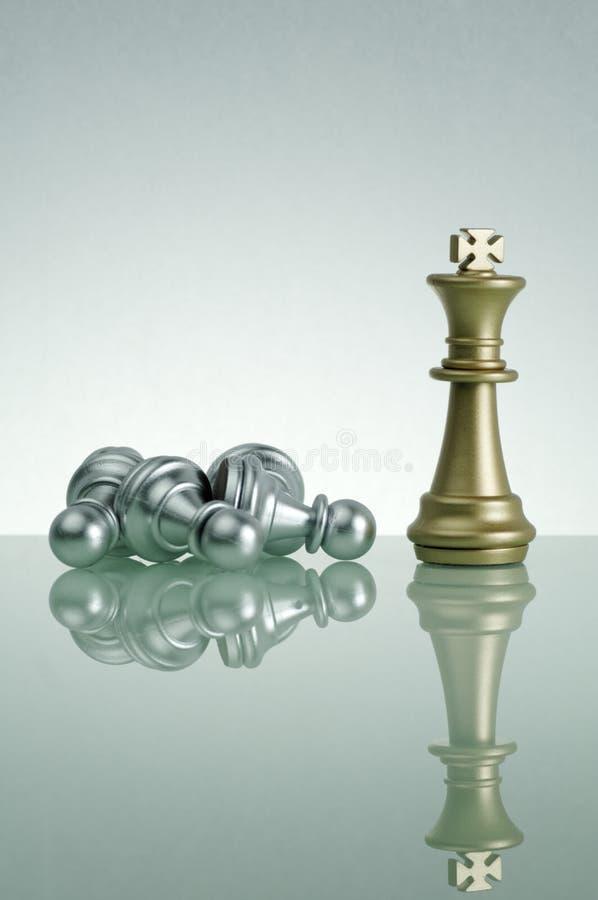 Den guld- konungen och silver pantsätter - ledarskapbegrepp fotografering för bildbyråer