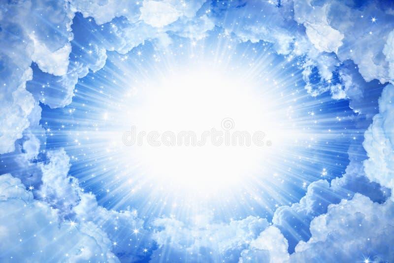 den härliga blåa ljusa clearen clouds för skysun för himmel ljus white royaltyfria bilder