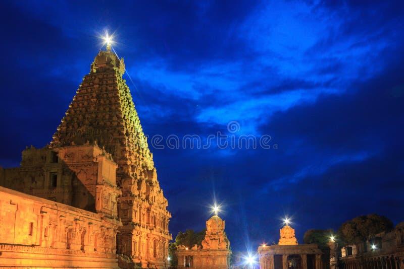 Den härliga blåa timmesikten av den Brihadeeshwara templet som byggs av Chola, gör till kung, Thanjavur arkivfoto