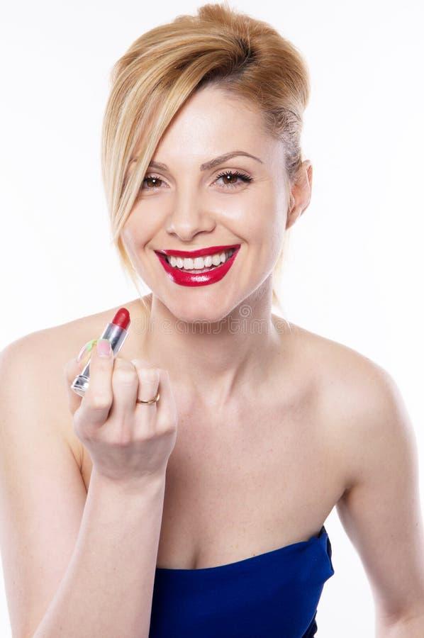 Den härliga blonda kvinnan med isolerad läppstift royaltyfri fotografi