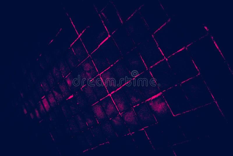 Den härliga closeupen texturerar abstrakta tegelplattor och mörk svart rosa bakgrund för vägg för färgexponeringsglasmodell och k arkivbild