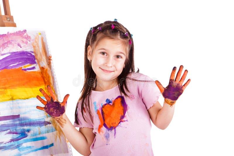 den härliga flickan hands henne little målning arkivfoto