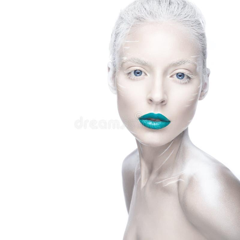 Den härliga flickan i bilden av albinot med blå kanter och vit synar Konstskönhetframsida arkivbilder