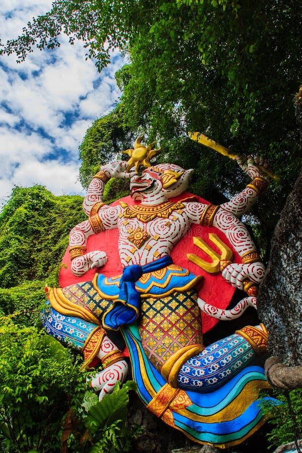 Den härliga indiern Lord Hanuman skulpterar på ingången av Phu stock illustrationer