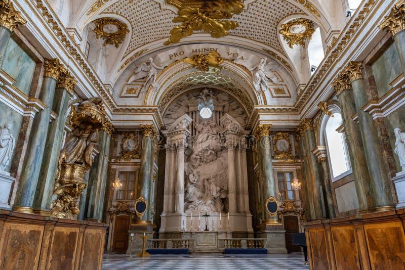 Den härliga inre av det kungliga kapellet i Sverige Royal Palace royaltyfria foton