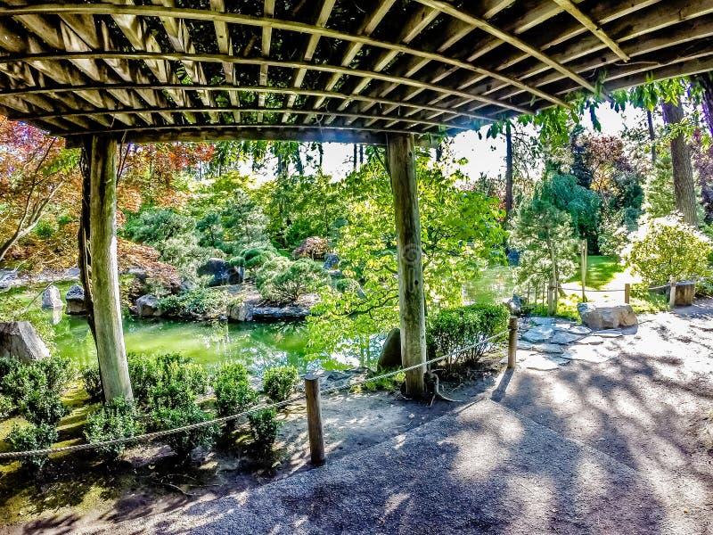 Den härliga japanträdgården på Manito parkerar i Spokane som tvättar sig arkivbild