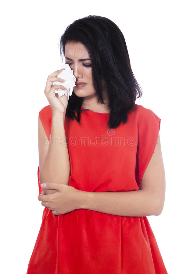 Den härliga kvinnan är den skriande och hållande näsduken fotografering för bildbyråer