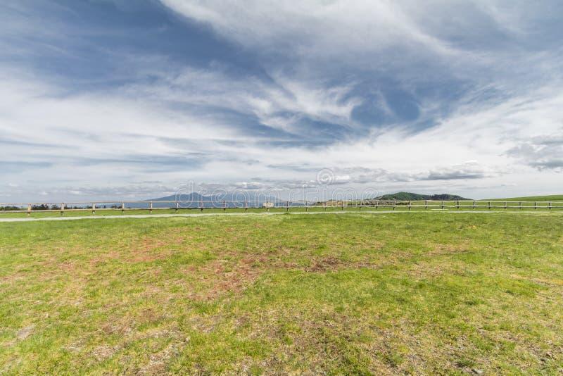 Den härliga landskapbergsikten av Utsukushigahara är en av det viktigaste och populäraste naturliga stället i Nagano, Japan /B arkivfoto