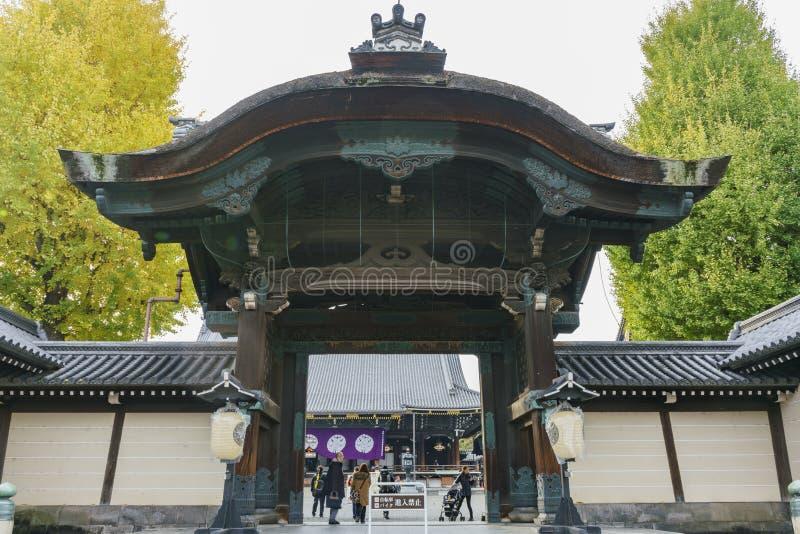 Den härliga maingaten av Higashi Hongan-ji arkivfoto