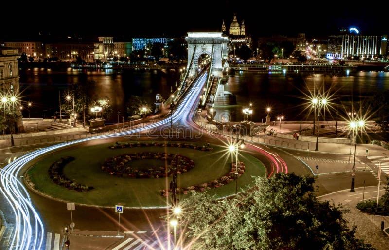 Den härliga nattcityscapen av Budapest arkivbilder