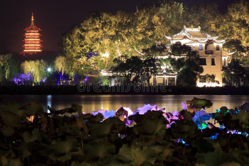 Den härliga nattsikten för västra sjö royaltyfri bild