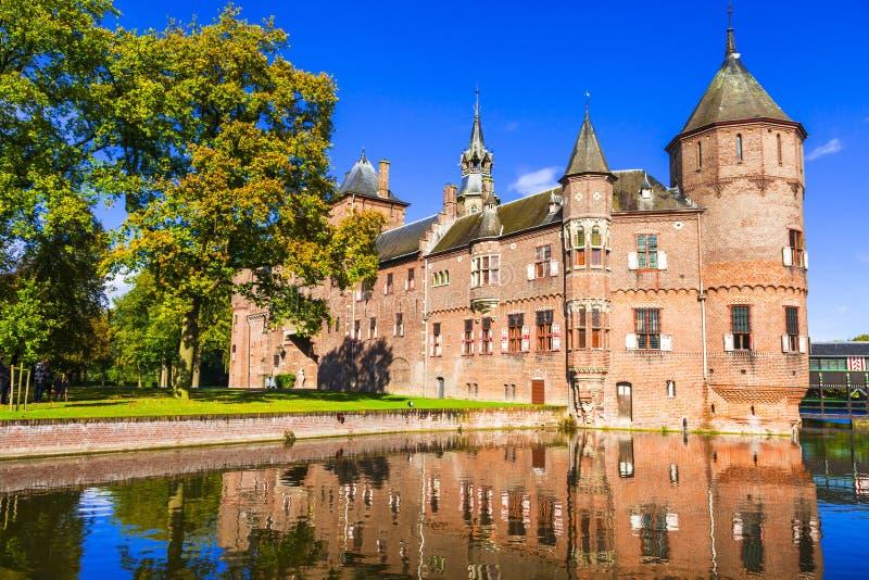 Den härliga romantiska slotten De Haar med storartat parkerar och trädgårdar Holland Netherland royaltyfri foto