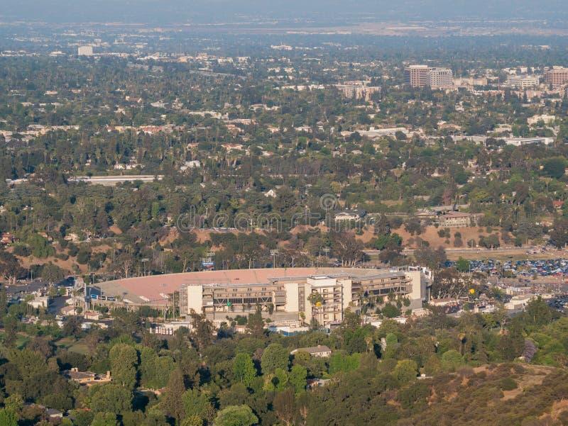 Den härliga rosbunken och Pasadena den i stadens centrum sikten arkivfoto