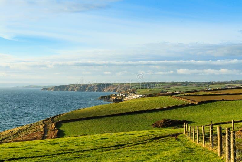 Den härliga södra Cornwall kustlinjen arkivfoton