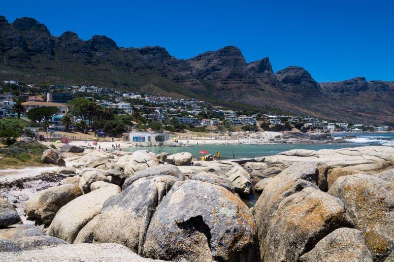 Den härliga sikten över läger skäller stranden och de tolv apostlarna royaltyfri bild