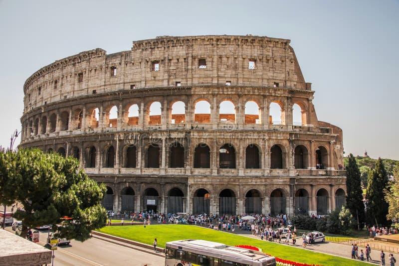 Den härliga sikten av fördärvar av Colosseumen i Rome royaltyfri foto