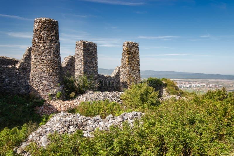 Den härliga slotten fördärvar från Ungern, slut av sjön Balaton, berget Csobanc arkivbilder