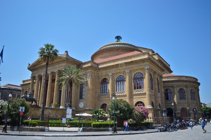 Den härliga Teatroen Massimo i Palermo, Italien arkivfoto