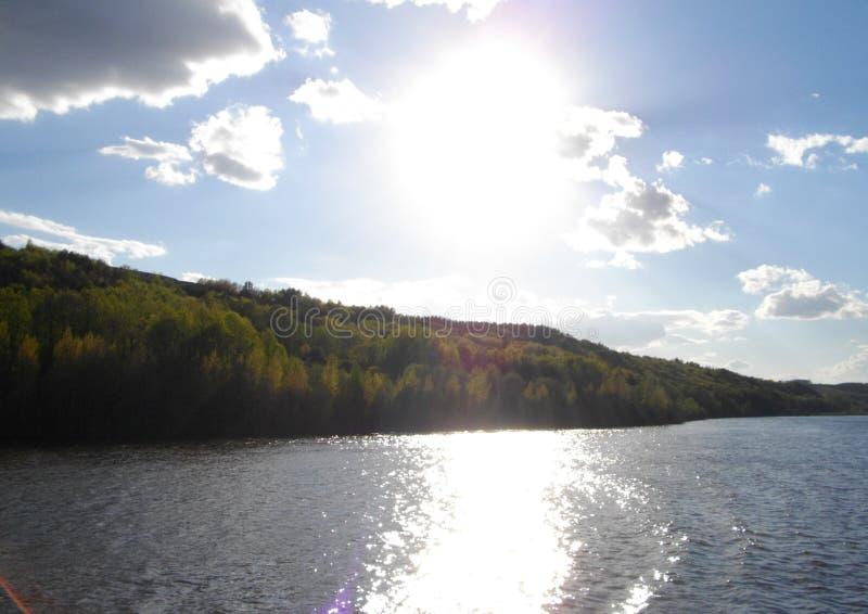 Den högra banken av den Kama floden arkivfoton