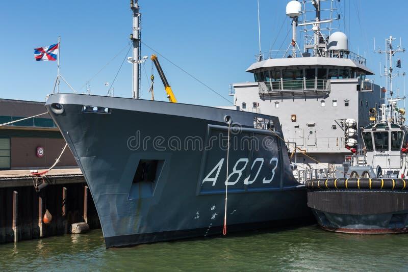 Den Haag, Den Haag/die Niederlande - 01 07 18: Vermessensschiffs-Stundenfrau luymes im Hafen von Den Haag die Niederlande stockbild