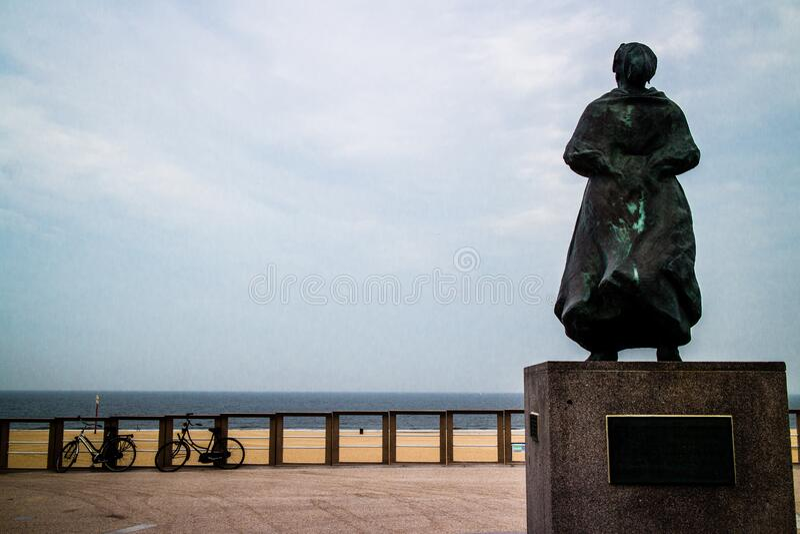 Den Haag - Scheveningen - Vissersvrouw ( Fisherman' s wife) arkivfoto