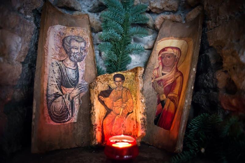 Den heliga familjen med stearinljusljus royaltyfri foto