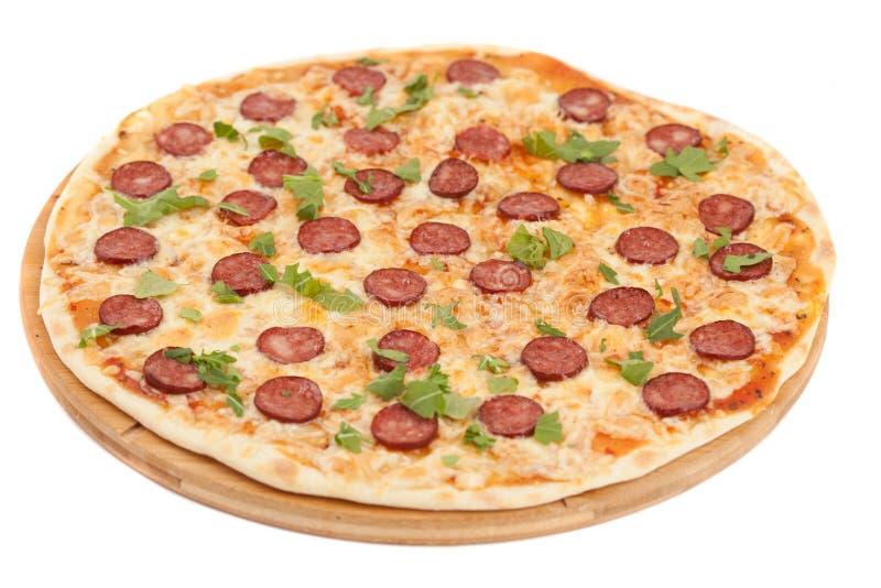 Den hemlagade tunt skivade peperonin är en populär pizzatoppning i A arkivfoto
