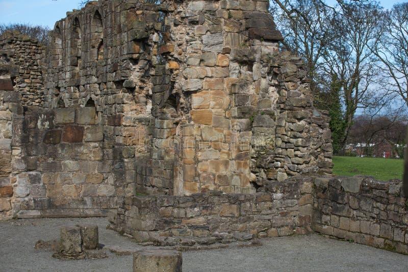 Den historiska Basingwerk abbotskloster fördärvar i Greenfield, nära Holywell norr Wales royaltyfri fotografi