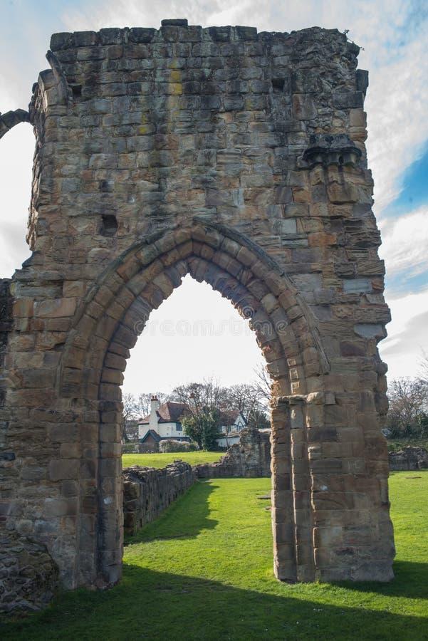 Den historiska Basingwerk abbotskloster fördärvar i Greenfield, nära Holywell norr Wales fotografering för bildbyråer