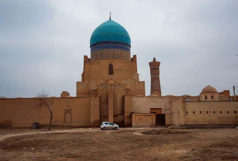 Den historiska forntida gamla den islambyggnadsslotten och väggen fördärvar, Bukhara, Uzbekistan fotografering för bildbyråer