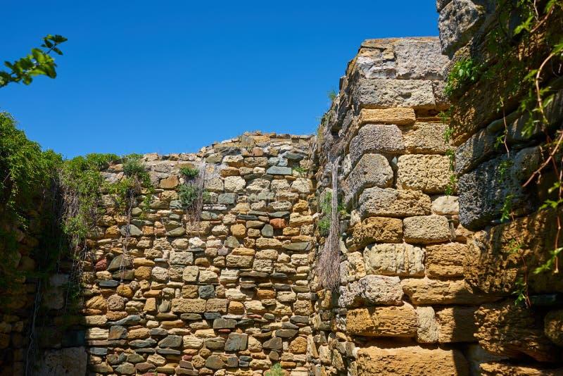 Den Histria fästningväggen grundade vid grekiska nybyggare 656 F. KR. royaltyfri fotografi