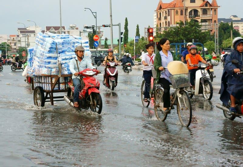 Den Ho Chi Minh staden, loodtidvatten, översvämmade vatten arkivbild