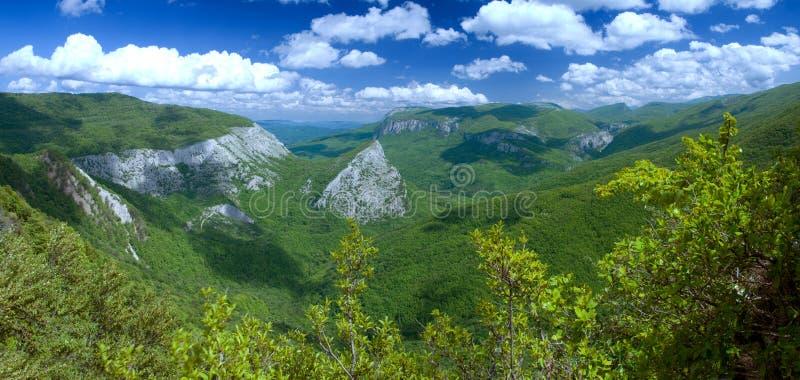 In den hohen Bergen lizenzfreies stockfoto