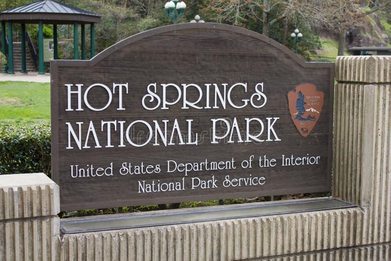Den Hot Springs nationalparken undertecknar Arkansas arkivbilder