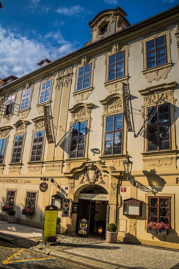 Den Hradcany fyrkanten i Prague den gamla staden, Tjeckien royaltyfri fotografi