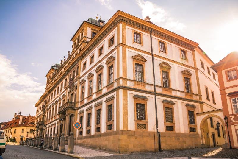 Den Hradcany fyrkanten i Prague den gamla staden, Tjeckien royaltyfria bilder