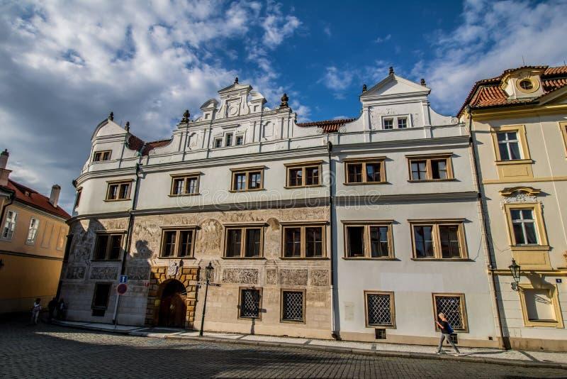 Den Hradcany fyrkanten i Prague den gamla staden, Tjeckien royaltyfri bild