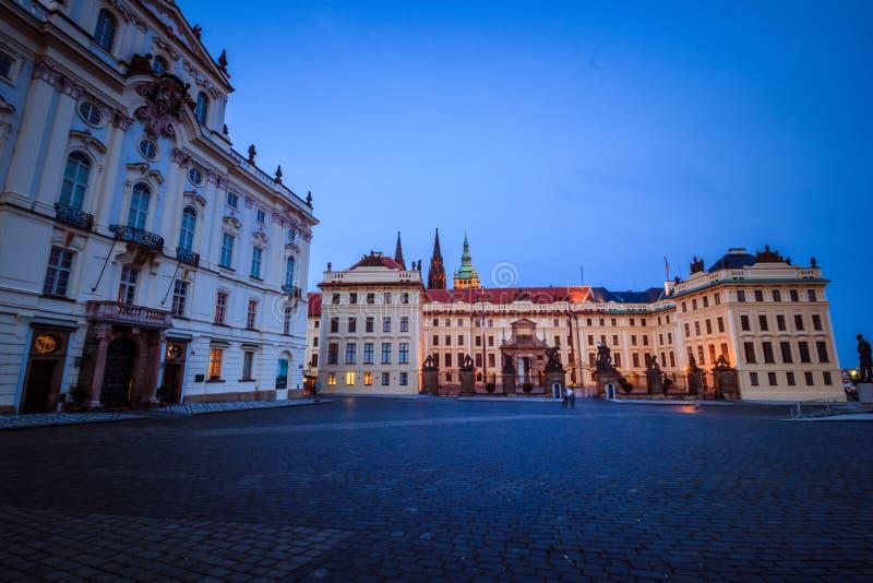 Den Hradcany fyrkanten i Prague den gamla staden, Tjeckien royaltyfria foton