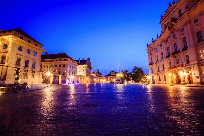 Den Hradcany fyrkanten i Prague den gamla staden, Tjeckien arkivfoton