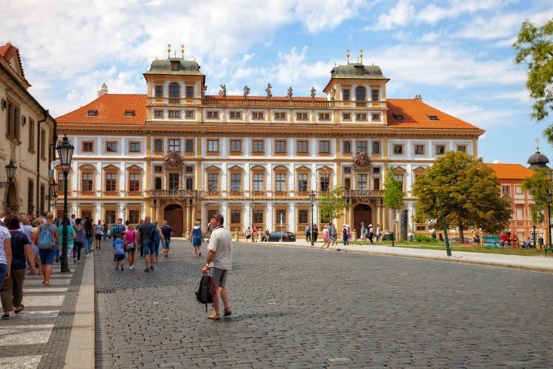 Den Hradcany fyrkanten i Prague fotografering för bildbyråer