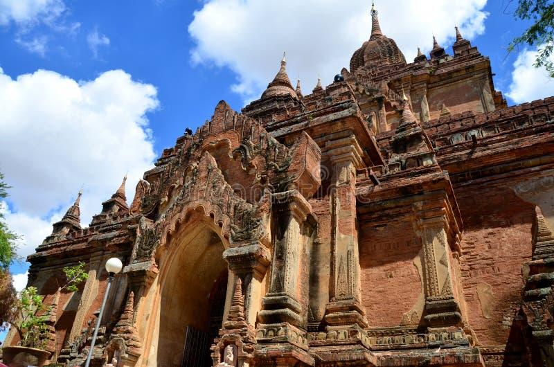 Den Htilominlo templet är en buddistisk tempel i (förr hedniska) Bagan, på Myanmar fotografering för bildbyråer