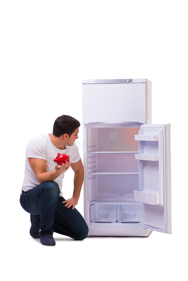 Den hungriga mannen som söker efter pengar för att fylla kylen arkivfoton