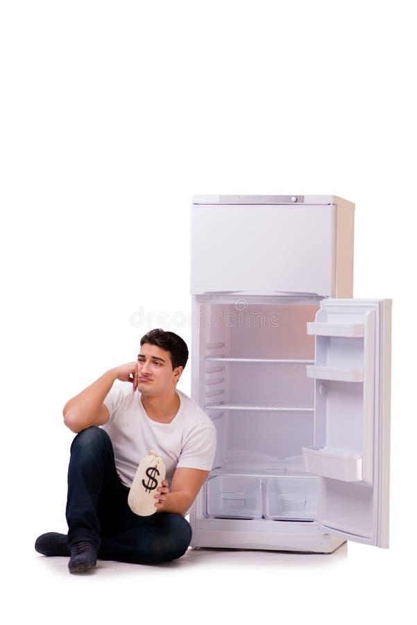 Den hungriga mannen som söker efter pengar för att fylla kylen royaltyfri fotografi