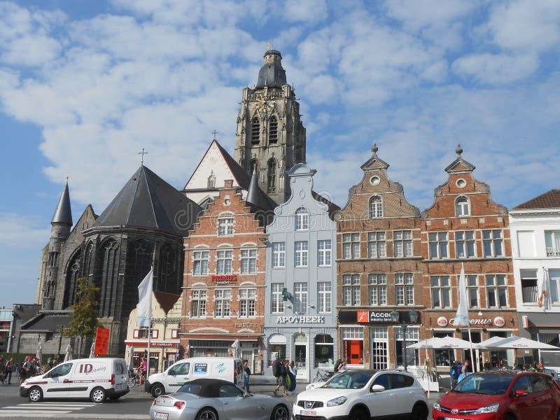 Den huvudsakliga fyrkanten i Oudenaarde, i centrala Belgien arkivbild