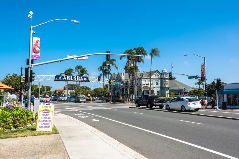 Den huvudsakliga gatan i Carlsbad, Kalifornien arkivfoto