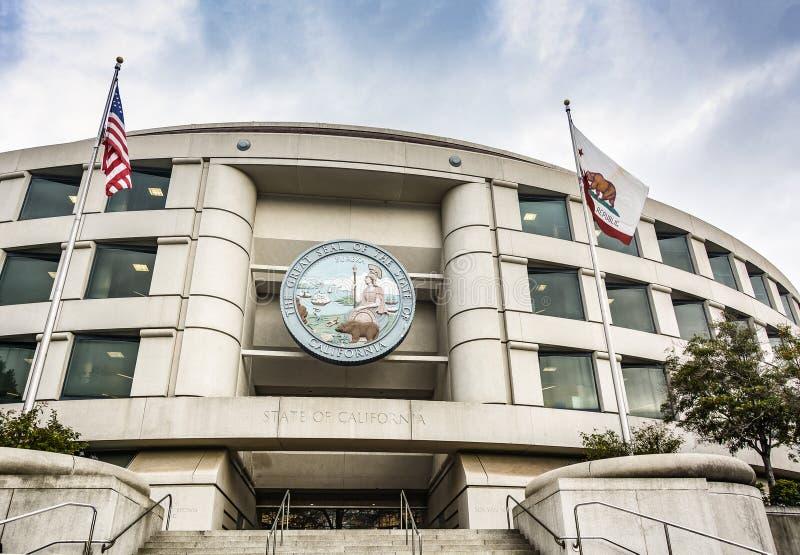 Den huvudsakliga ingången av den Kalifornien allmän nyttighetkommissionen förlägger högkvarter byggnad i San Francisco arkivfoton