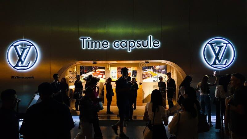 Den huvudsakliga ingången av Louis Vuitton Time Capsule Exhibition som rymms i den Suria KLCC tvillingbrodern arkivfoto
